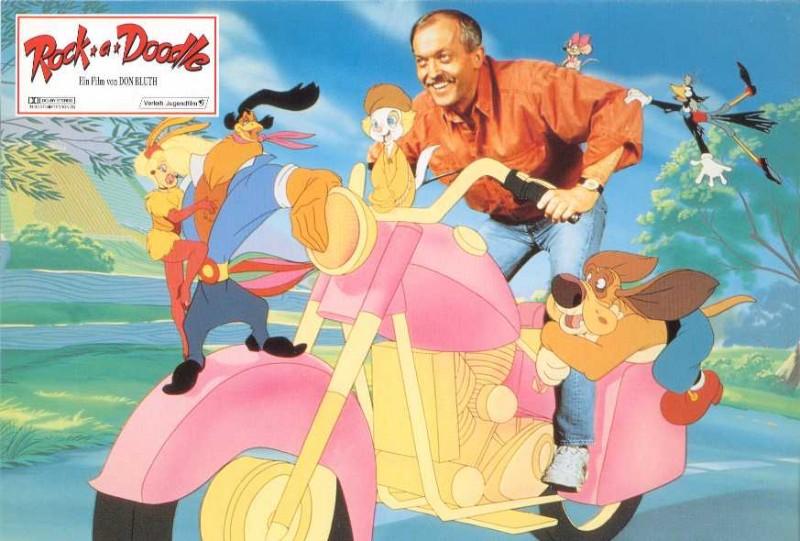 Don Bluth, con i protagonisti di Eddy e la banda del sole luminoso, in una immagine promozionale