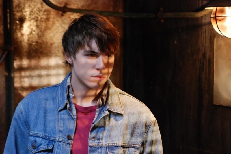 Nolan Gerard Funk in una scena dell'horror Bereavement