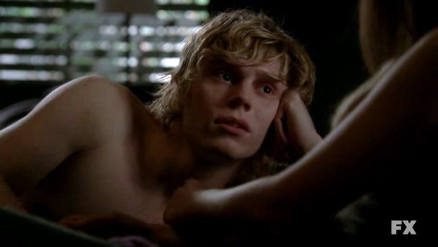 American Horror Story: Evan Peters nell'episodio Rubber Man