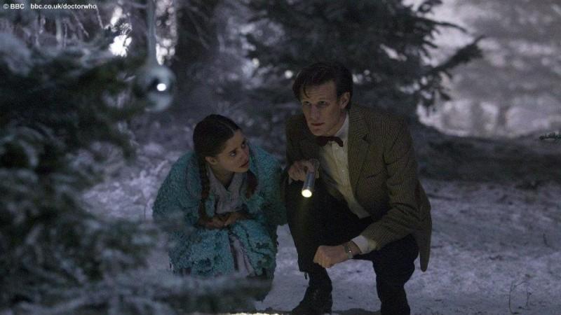 Doctor Who: una scena dello speciale natalizio The Doctor, The Widow, and The Wardrobe