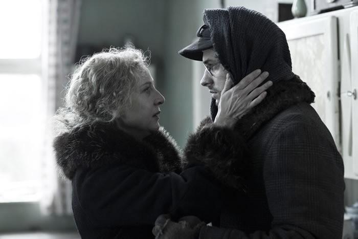 Mateusz Damiecki  e Susanne Lothar  in Die verlorene Zeit