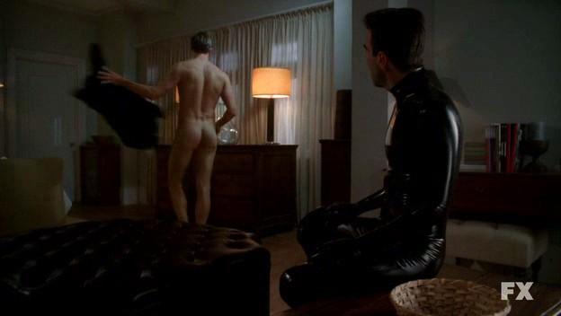 Zachary Quinto in American Horror Story nell'episodio Rubber Man (stagione 1) con Teddy Sears