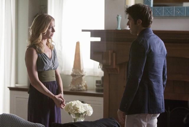 Revenge: Emily VanCamp e Joshua Bowman in una scena dell'episodio Loyalty