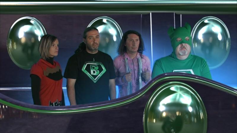 Massimo Bosso (con la tuta verde) nei panni di Capitan Basilico nel sequel del film