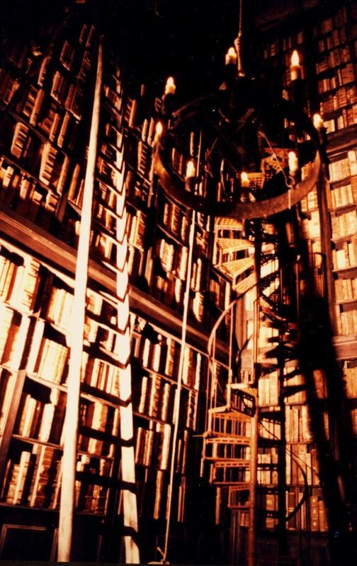 L'Arcano Incantatore: scenografia della torre Biblioteca di G. Pirrotta