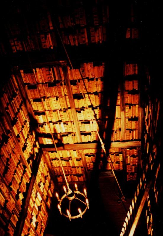 L'Arcano Incantatore - scenografia della torre Biblioteca firmata da G. Pirrotta