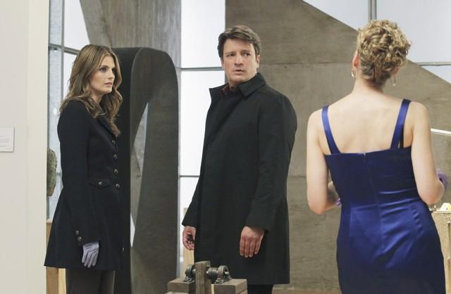 Castle: Kristin Lehman, Nathan Fillion e Stana Katic in una scena dell'episodio Eye of the Beholder