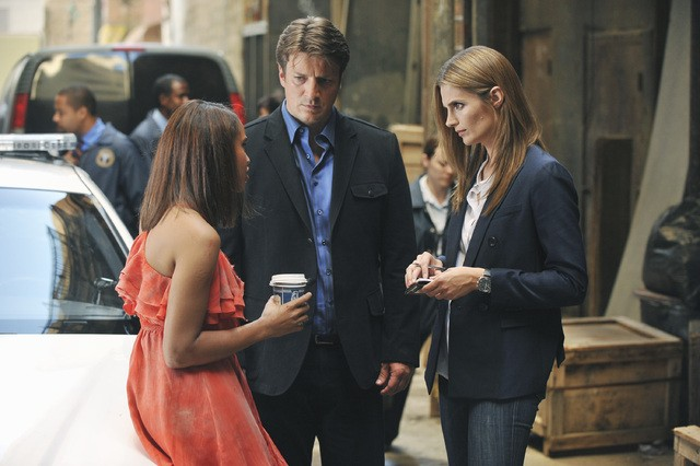 Castle: Michelle Van Der Water, Nathan Fillion e Stana Katic nell'episodio Heroes & Villains