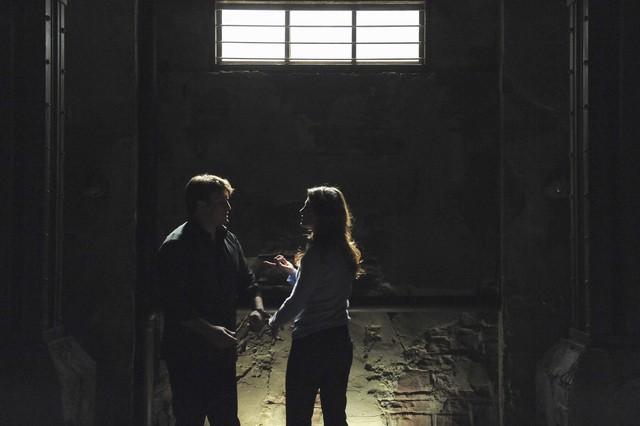 Castle: Nathan Fillion e Stana Katic  nell'episodio Cuffed