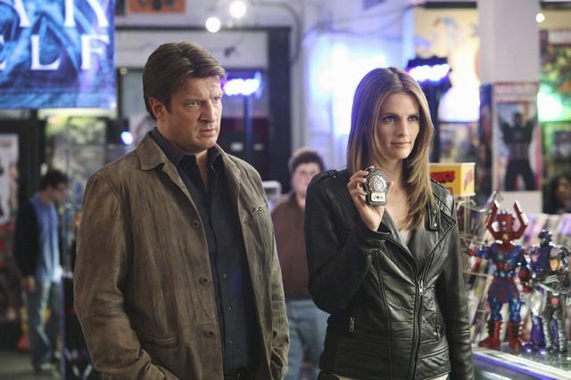 Castle: Nathan Fillion e Stana Katic nell'episodio Heroes & Villains