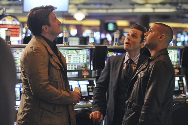Castle: Nathan Fillion, Jon Huertas e Seamus Dever nell'episodio Heartbreak Hotel