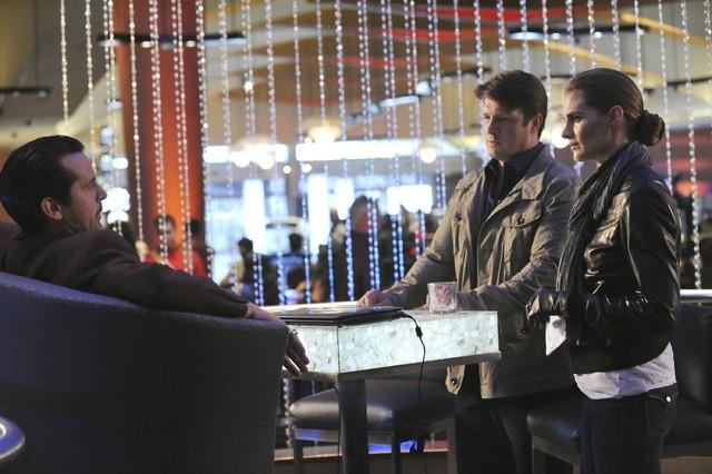 Castle: Nathan Fillion, Stana Katic e Jeffrey Vincent Parise  nell'episodio Heartbreak Hotel