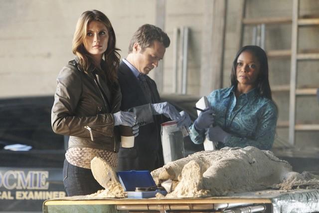 Castle: Stana Katic, Seamus Dever e Tamala Jones nell'episodio Kick the Ballistic