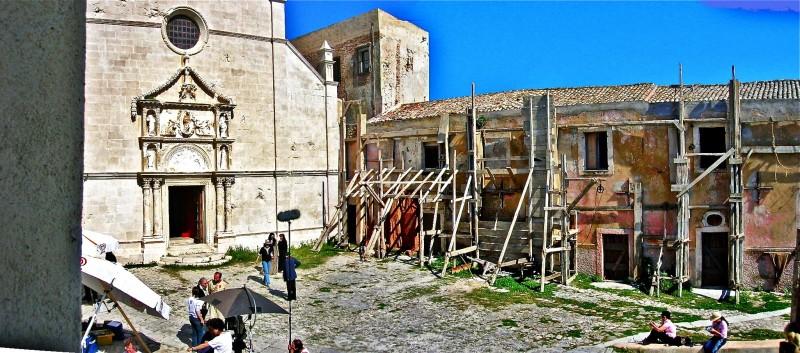La Duchessa di Langeais - scenografia della chiesa e della piazza realizzate da G. Pirrotta