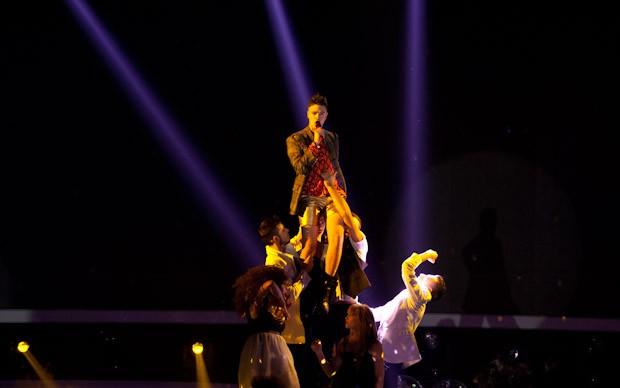 X-Factor 5: Davide Papasidero canta Never be alone - We are your friends nella terza puntata