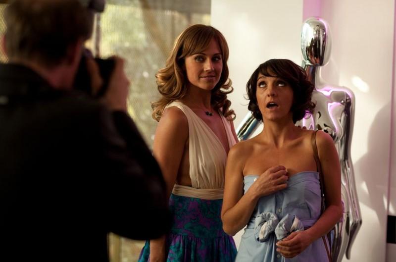 Hollywoo: Nikki Deloach e Florence Foresti in una scena