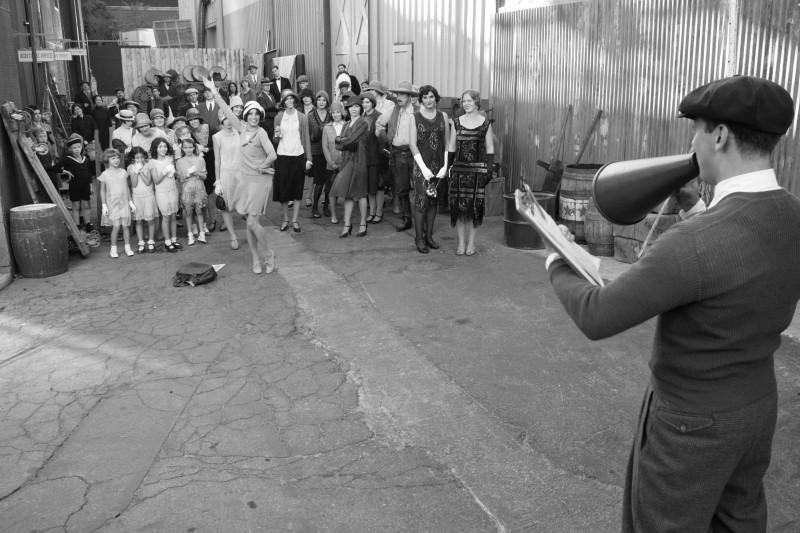 The Artist: Bérénice Bejo protagonista di una divertente scena del film