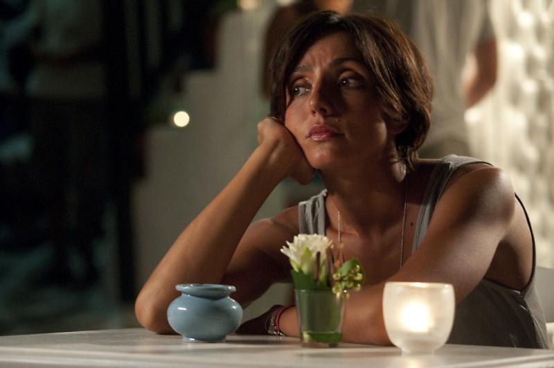 Ambra Angiolini pensierosa in una scena del film Immaturi - Il viaggio
