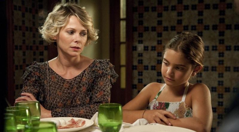 Barbora Bobulova insieme alla piccola Aurora Giovinazzo in una scena del film Immaturi - Il viaggio