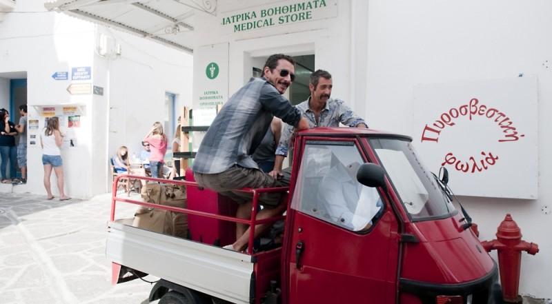 Luca Bizzarri e Paolo Kessisoglu in una scena di Immaturi - Il viaggio