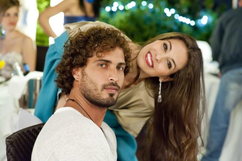 Thyago Alves insieme ad Ariadna Romero sul set di Finalmente la felicità