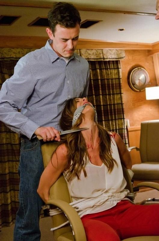 Colin Hanks in una scena dell'episodio Ricochet Rabbit insieme a Lacey Beeman