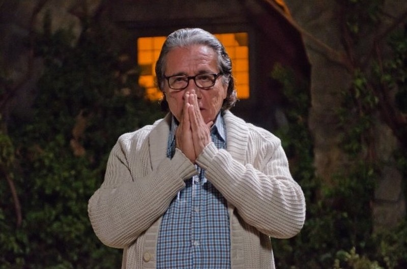 Edward James Olmos in una scena dell'episodio Ricochet Rabbit