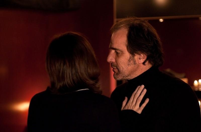 Frédéric Pierrot in una scena del film drammatico La chiave di Sara insieme a Kristin Scott Thomas