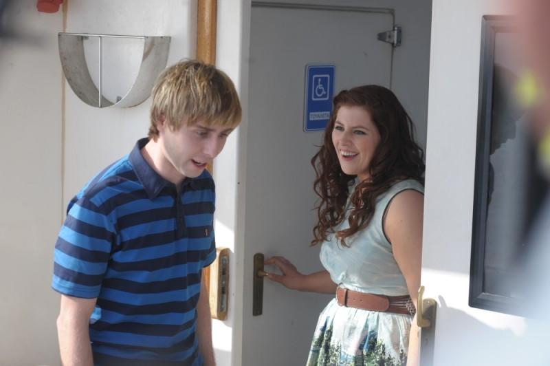 James Buckley e Lydia Rose Bewley in un'immagine di Finalmente maggiorenni