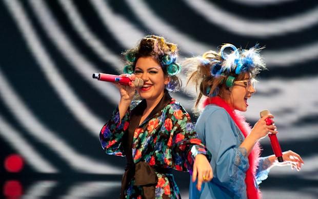 X-Factor 5: Un momento dell'esibizione delle Cafè Margot nella quarta puntata