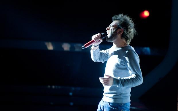 X-Factor 5: un momento dell'esibizione di Vincenzo Di Bella con Portatemi Dio nella quarta puntata