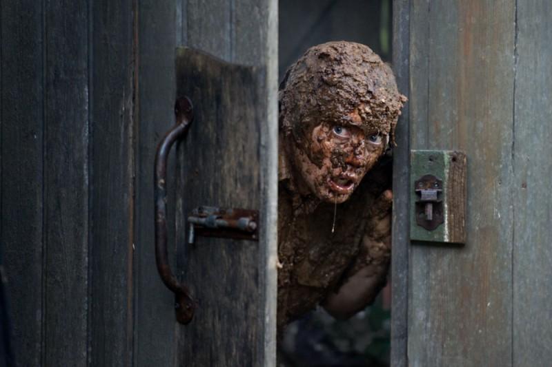 Headhunters: Aksel Hennie in una bizzarra scena del film