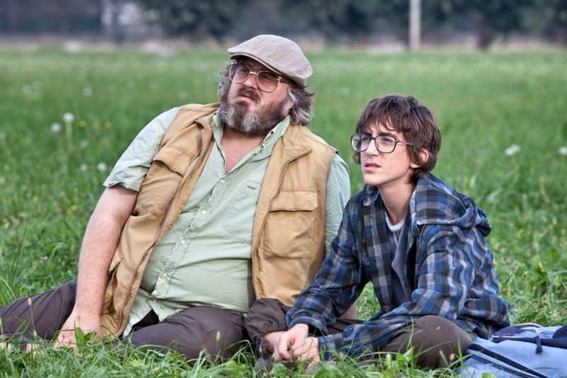 Il comandante e la cicogna: Giuseppe Battiston e Luca Dirodi in una scena del film