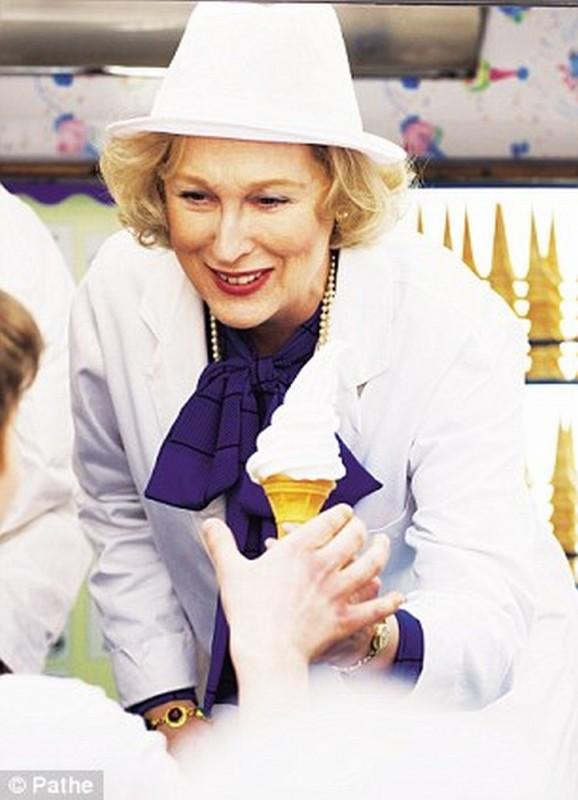 Iron Lady: Meryl Streep è una luminosa Margaret Thatcher in un'immagine tratta dal film