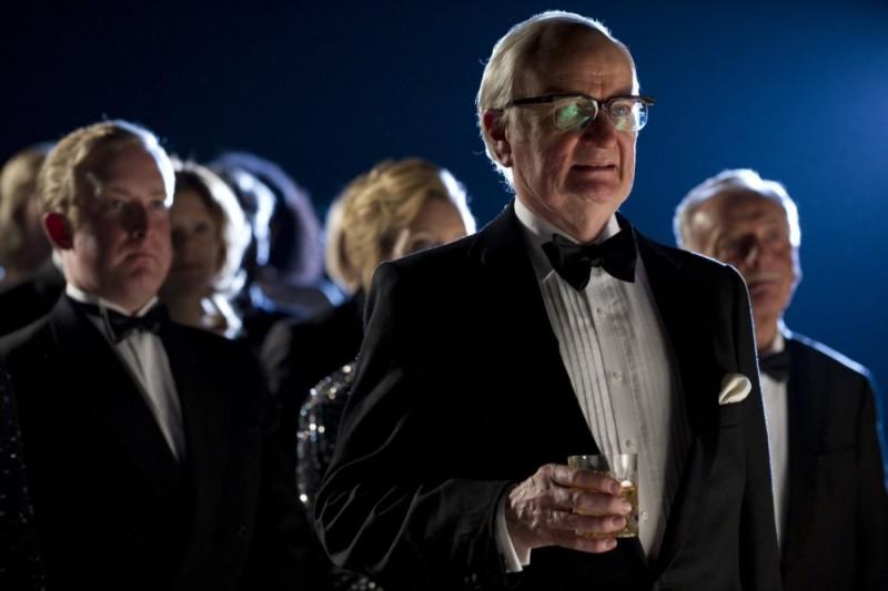 Jim Broadbent in una scena del film Iron Lady nei panni di Denis Thatcher