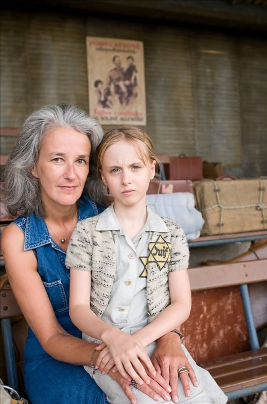 La scrittrice Tatiana de Rosnay insieme a Melusine Mayance sul set del film La chiave di Sara