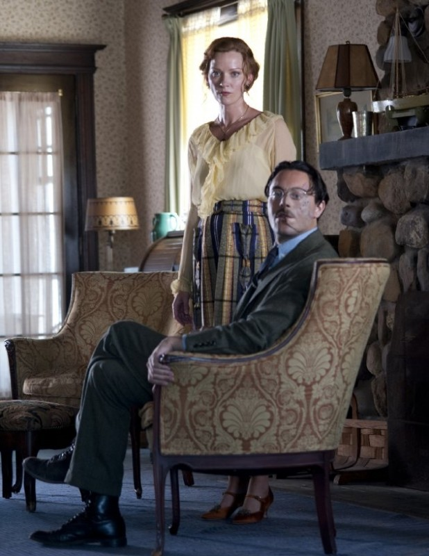 Boardwalk Empire: Gretchen Mol e Jack Huston in una scena dell'episodio Under God's Power She Flourishes