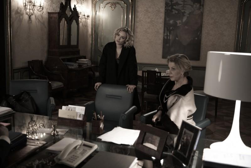 Carolina Crescentini e Elisabetta Piccolomini in una scena del film L'industriale