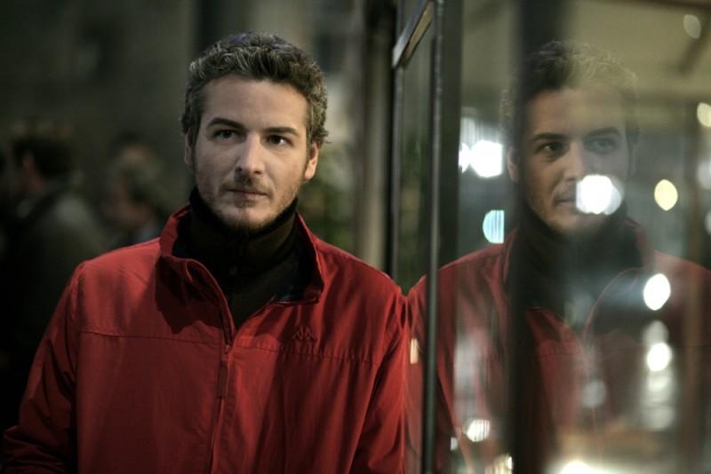 Eduard Gabia in una scena del dramma L'industriale