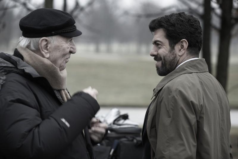 Giuliano Montaldo con Pierfrancesco Favino sul set del film L'industriale