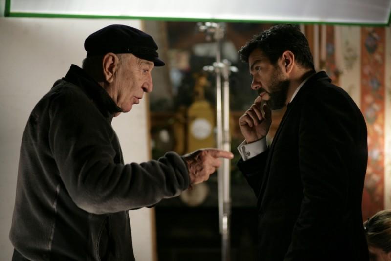 Giuliano Montaldo sul set del film L'industriale con Pierfrancesco Favino