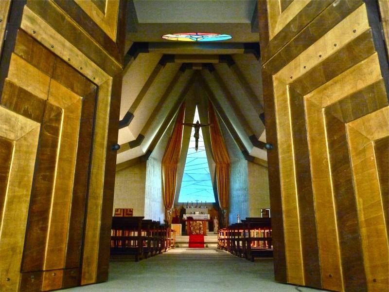 Il Villaggio di Cartone- scenografia Chiesa realizzata da G. Pirrotta.