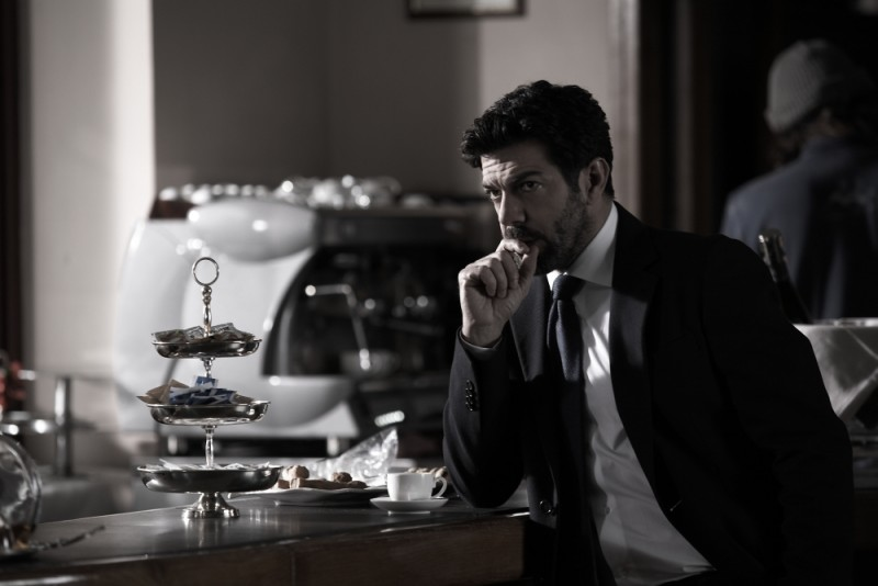 Pierfrancesco Favino, protagonista de L'industriale, in una scena del film