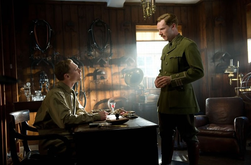 Tom Hiddleston e Benedict Cumberbatch in una scena di War Horse