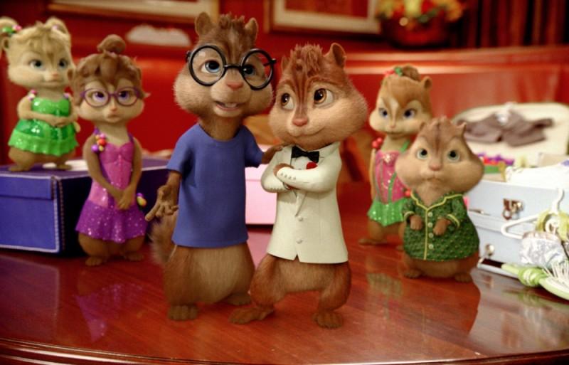 Alvin Superstar 3 - Si salvi chi può!: Chipettes e i Chipmunks in abito da sera in una scena del film