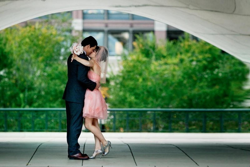 Channing Tatum e Rachel McAdams si baciano dopo il 'sì' in una scena del romantico The Vow