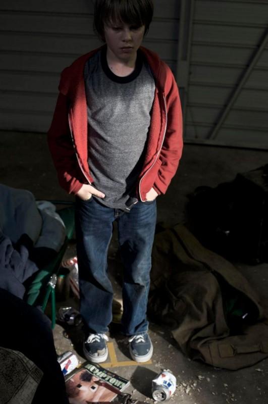 Hesher è stato qui: Devin Brochu in una scena di degrado tratta dal film
