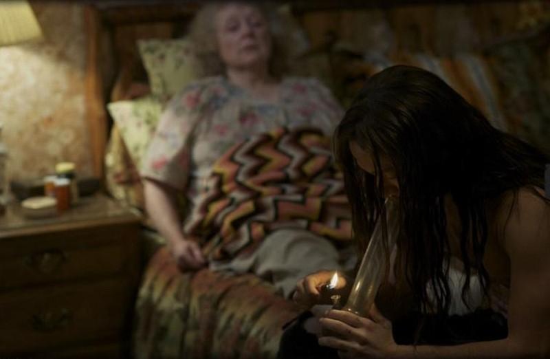 Hesher è stato qui: Joseph Gordon-Levitt in una drammatica scena del film insieme a Piper Laurie
