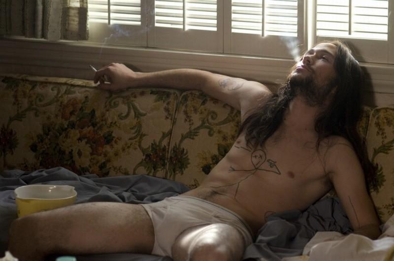 Hesher è stato qui: Joseph Gordon-Levitt nei panni dello sbandato Hesher in una scena del film