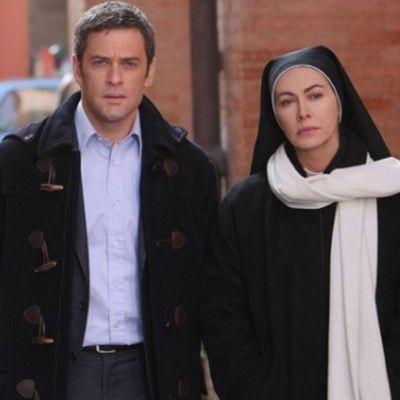 Massimo Poggio e Elena Sofia Ricci in una scena della fiction di Rai Uno, Che Dio ci aiuti